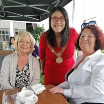 doras bui service users and the mayor at the mansion house